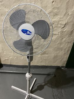 """Uniqueware Impress 16"""" Oscillating 3-Speed Stand Fan for Sale in Queens,  NY"""