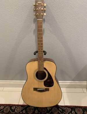 Yamaha acoustic guitar - model f335 for Sale in Rancho Cucamonga, CA