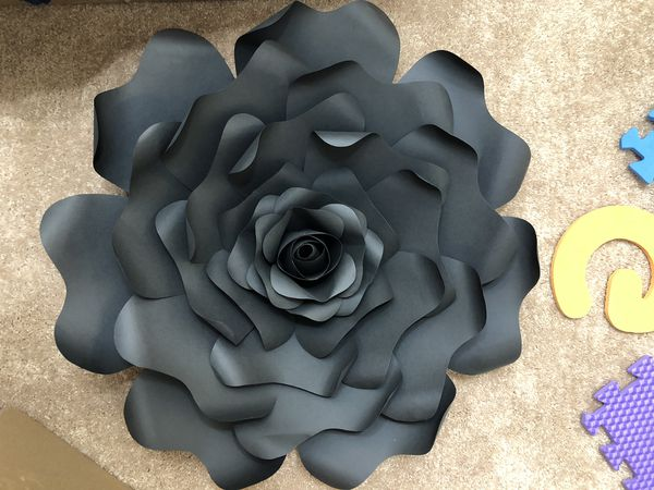 1 set of 3 large paper flowers
