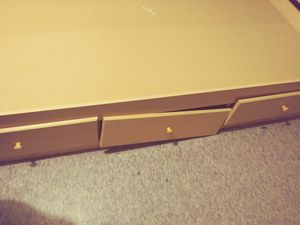 Twin size boxless bed frame with head board for Sale in Pleasant Hill, IA