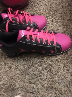Etonic size 7 ladies bowling shoes brand new for Sale in Bismarck, ND