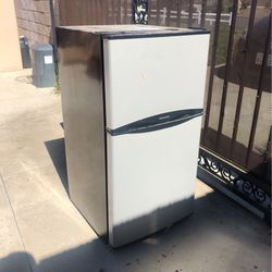 Frigidaire Compact Refrigerator for Sale in Riverside,  CA