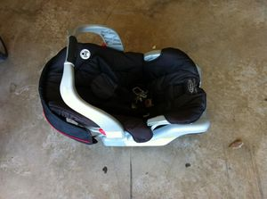 Graco 2 in 1, baby carrier + car seat base, clip in and out for Sale in Plano, TX