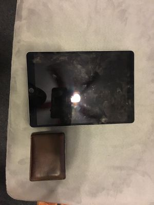 """IPad Pro 10.5"""" 64gb w Black Apple Leather Case & Apple Pencil. Along with charger. for Sale in Chicago, IL"""