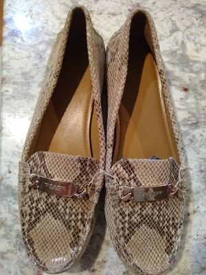 Coach Women's Snakeskin Loafer w Gold Chainlink sz11 for Sale in Lemont, IL