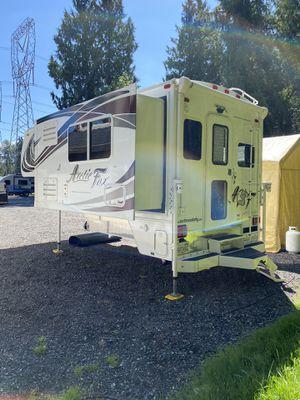 2019 Arctic Fox 992 Truck Camper - Like New for Sale in Lake Stevens, WA