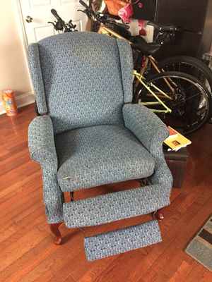 Reclining chair for Sale in St. Louis, MO
