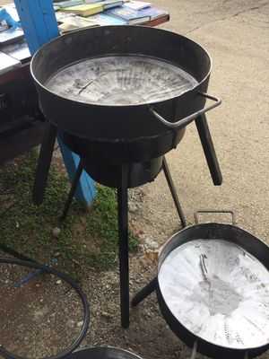 Disco with legs and 3ft burner stand for Sale in San Antonio, TX