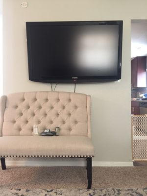 """50"""" insignia tv & wall mount for Sale in Mesa, AZ"""