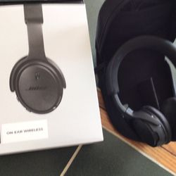 Bose Bluetooth Headphones for Sale in Bedford Heights,  OH