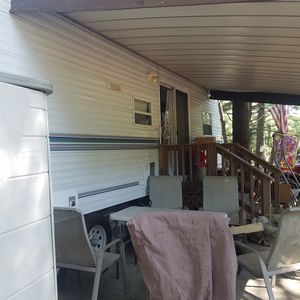 Hy line park model camper for Sale in New Bedford, MA