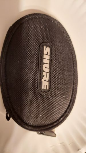 SHURE SE110 in-ear monitor headphones / earbuds with case for Sale in McKees Rocks, PA