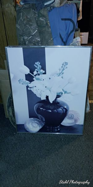 Beautiful Floral Vase 28.5 in tall for Sale in Hickory, NC