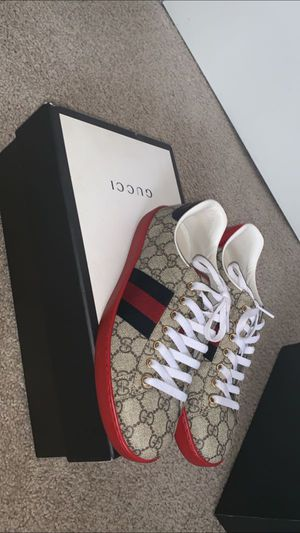 Gucci shoes 100%authentic for Sale in Port Richey, FL