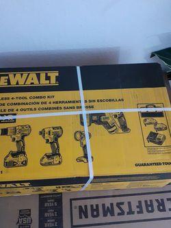Dewalt Tool Set for Sale in Lake Wales,  FL
