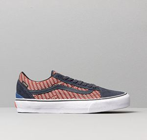 Vans Old Skool GORE-TEX - Navy/Burgundy for Sale in North Andover, MA