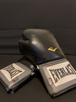 Everlast boxing gloves 12oz (good condition) for Sale in Chula Vista, CA