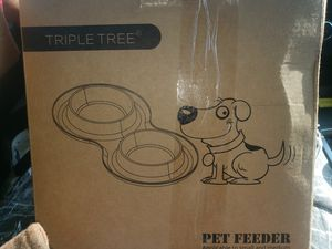 Double pet bowl with rubber mat for Sale in Belleville, IL