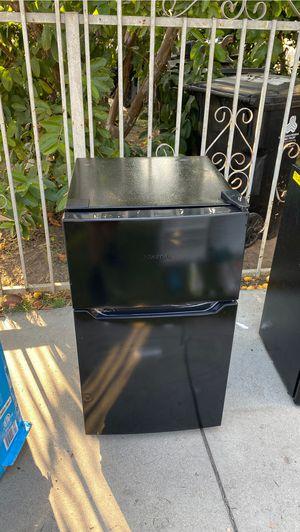 Hisense 3.2 cu ft mini fridge for Sale in Los Angeles, CA