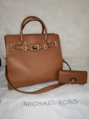 Michael Kors Hamilton Xlarge Camel With Wallet 💯AUTHENTIC👌 for Sale in San Diego, CA
