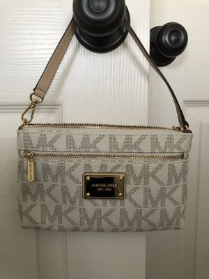 Michael Kors Wristlet for Sale in Edgewater, MD