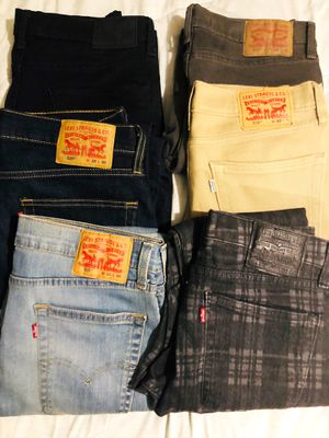 6 Pairs Gently Used Skinny Jeans Levi's 32 x 30 for Sale in Huntington Beach, CA