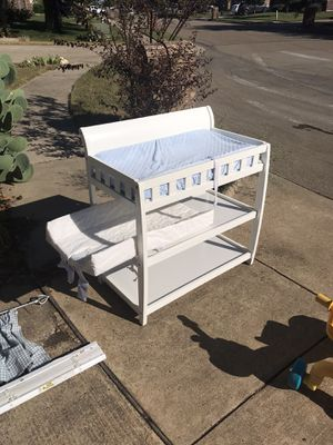 Delta changing table and pads for Sale in Waxahachie, TX