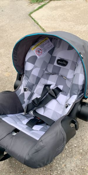 Car seat and bassinet for Sale in Beaumont, TX