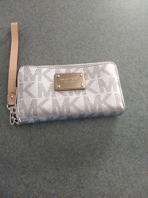 MK silver wristlet for Sale in Channahon, IL