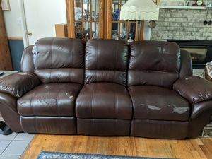Power recliner couch non smoking for Sale in Bothell, WA