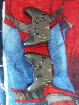 Two Xbox One controllers does not power on for parts only!!!! for Sale in Columbus, OH
