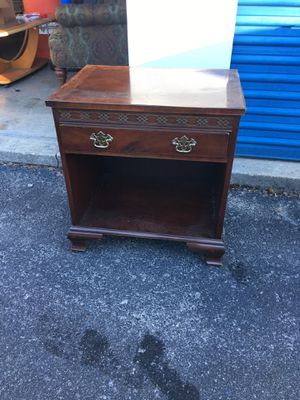Side/End Table 25t x17x24 for Sale in Portsmouth, VA