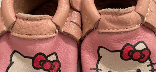 Freshly Picked Hello Kitty White Moccasins Size 2 Play Condition for Sale in Arcadia,  CA