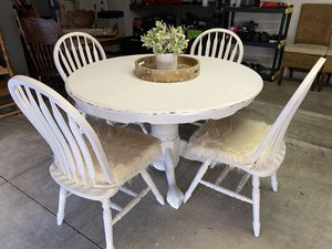 Round Dining Room Table & Chairs for Sale in Upland, CA