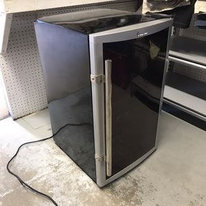 Magic Chef Wine Fridge for Sale in Georgetown, DE