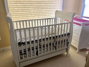 Sleigh crib and changing stand for Sale in Gaithersburg, MD
