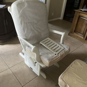 Free White Rocking chair for Sale in West Palm Beach, FL