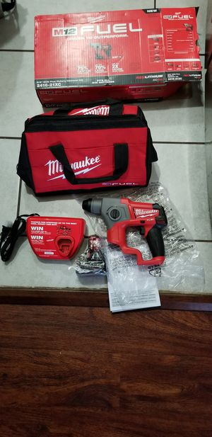 MILWAUKEE M12 VT FUEL BRUSHLESS SDS PLUS ROTARY HAMMER W BATTERIE 4.0 AND CHARGER SET NEW NUEVO for Sale in Signal Hill, CA