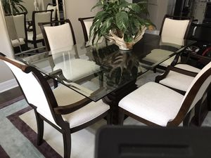 Bernhardt Dining room set for Sale in Miromar Lakes, FL