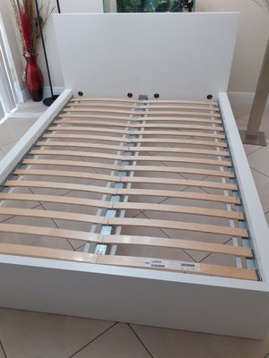 Queen bed for Sale in Miami, FL