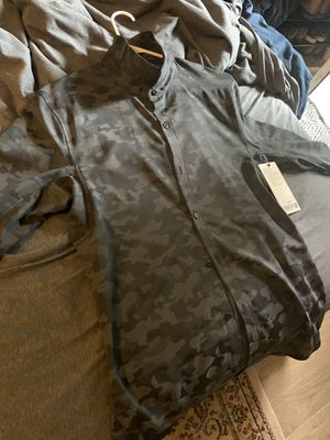 *BRAND NEW* Lululemon Down to the Wire Shirt (Camo) for Sale in New York, NY