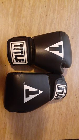 Boxing gloves for Sale in Lowell, MA