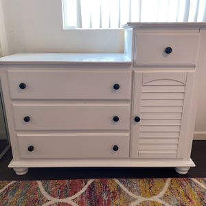 Real Wood Baby Dresser w/ Changing Table for Sale in Torrance, CA