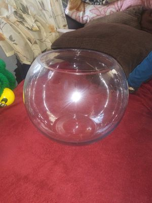 Nice glass round fish bowl little bigger than a basketball not new but in good condition for Sale in Los Angeles, CA