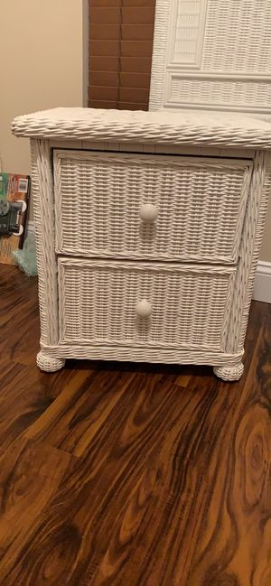 White wicker queen 3 pc set for Sale in Cape Coral, FL