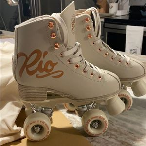 Rio Roller Rose Cream Skates for Sale in Capitol Heights, MD
