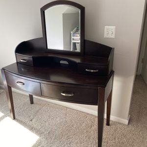 Wood vanity desk for Sale in West Bloomfield Township, MI