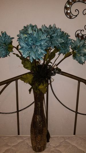 Amazing gold vase with turquoise flower decor for Sale in Silverado, CA
