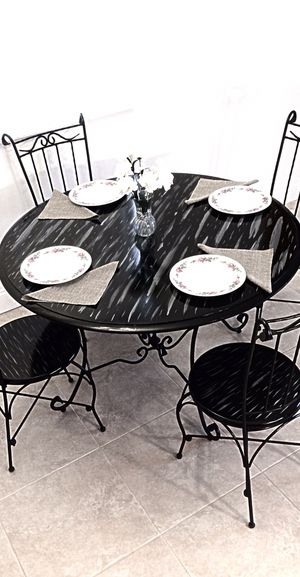 Custom dining table and 4 chairs in excellent condition. MAKE OFFER for Sale in Delray Beach, FL