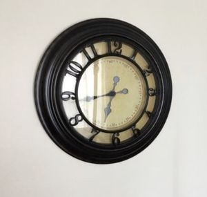 Wall clock 29 inch for Sale in Pataskala, OH